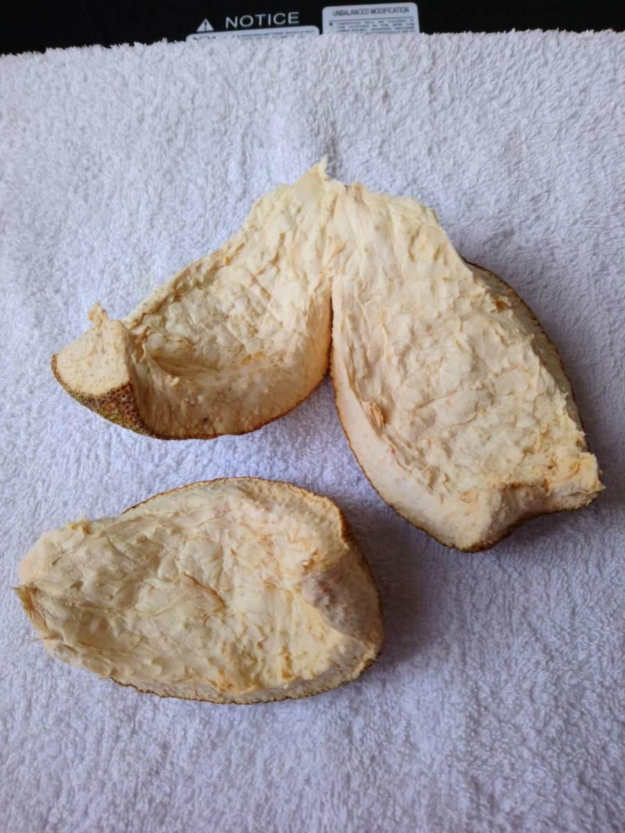 Break the pomelo peels into smaller pieces