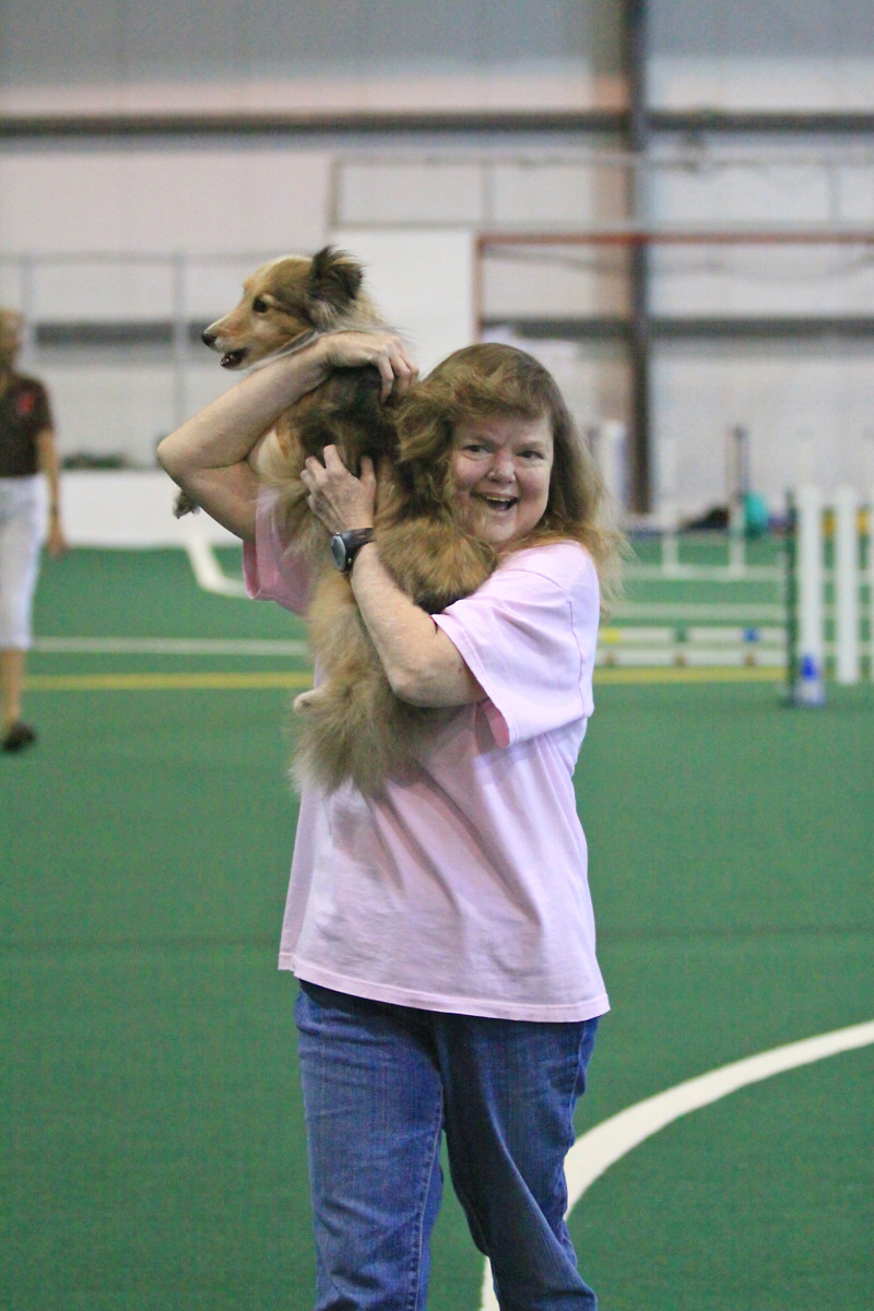 The author celebrating a clean run with her sheltie, Aslan, while she was in end stage renal failure before receiving her second kidney transplant.