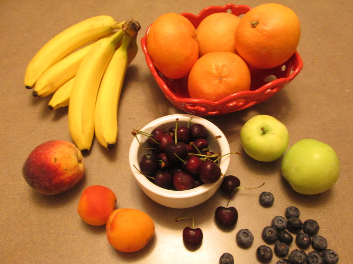 Some fruits that can be fed to a parakeet
