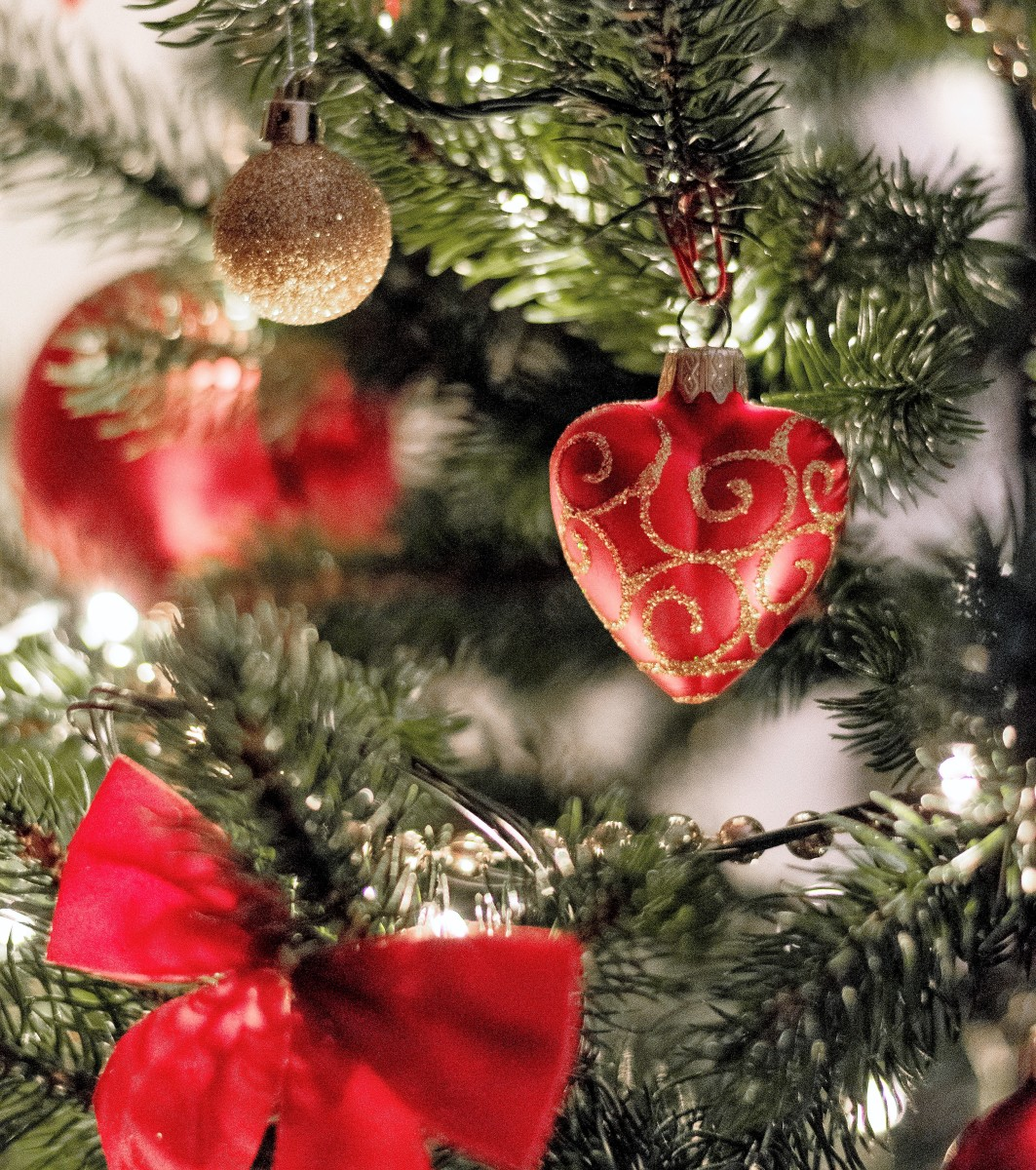 Christmas tree decorations can be beautiful, but dog safety needs to be kept in mind when choosing them.