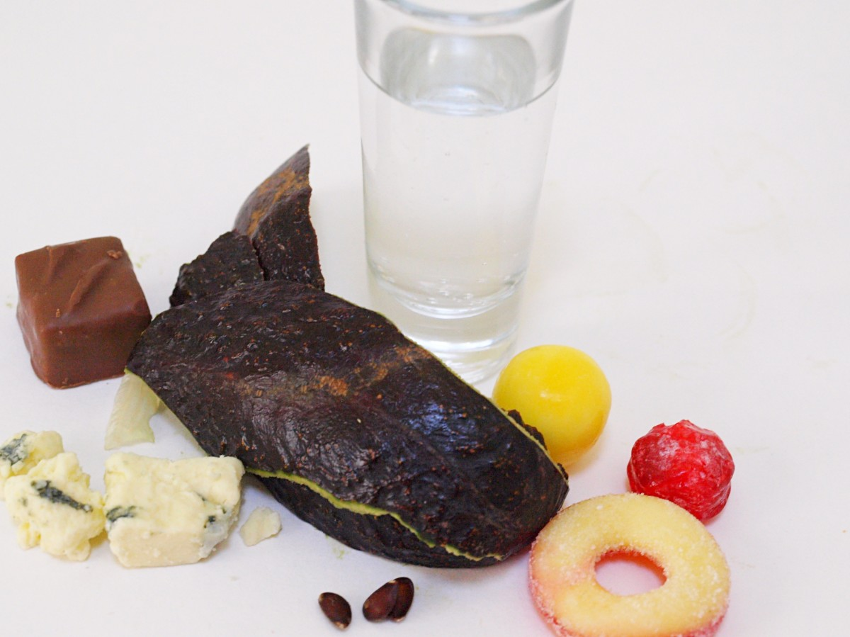 Foots that are bad for rats include candy, carbonated drinks, chocolate, and blue cheese.