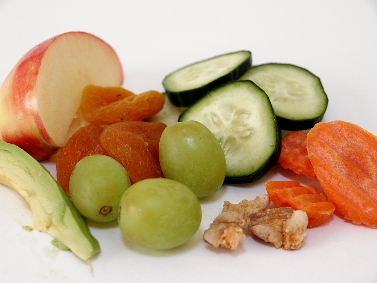 Safe foods for rats include grapes, carrots, and cucumbers.