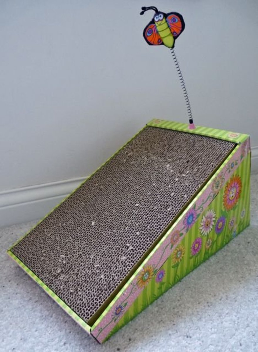 A corrugated cardboard scratching ramp