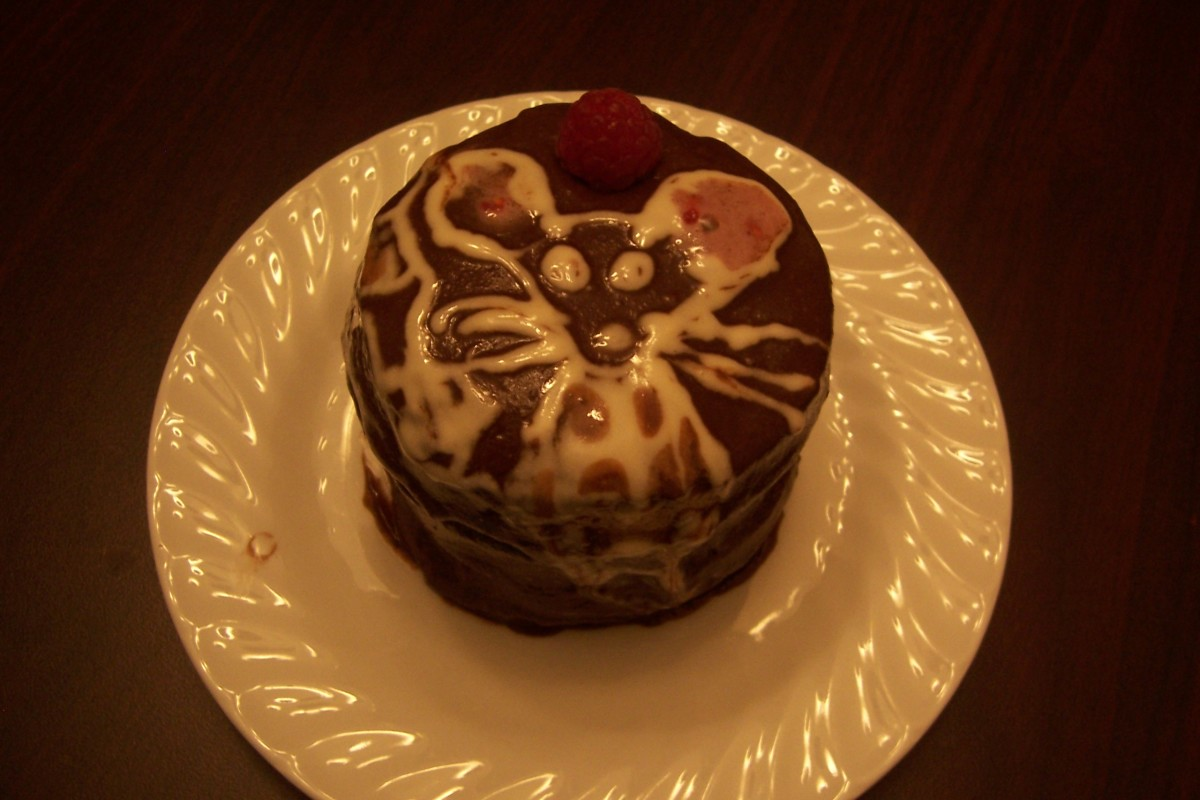 Another cake I've made, utilizing carob and K9 cakery frosting. It has 3 layers.