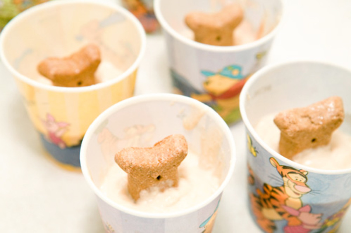 Keep pupsicles in the freezer until ready to give as a treat. To remove from the cup, gently squeeze the sides and the bottom to release from the cup.