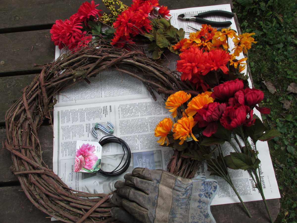 Materials you will need for making your Hummingbird Feeder Wreath.