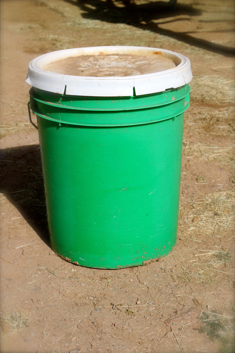 The humble green supplement bucket, repurposed.