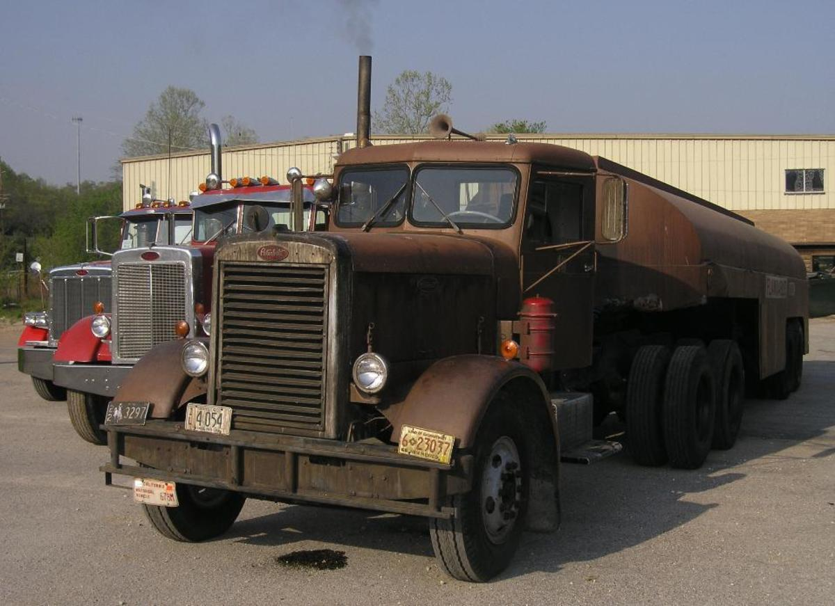 The 1960 Peterbilt 281 Tanker featured in Duel (1971).