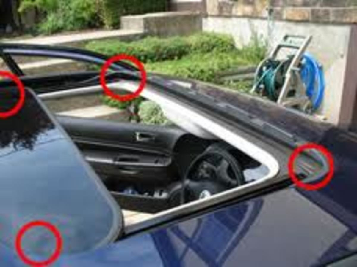 Location of sunroof drains in tray