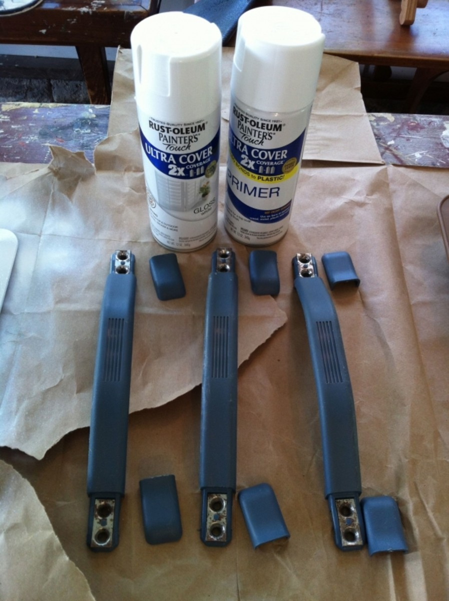 The blue plastic door handles were covered with Rustoleum primer and dark grey Rustoleum Ultra Cover paint.