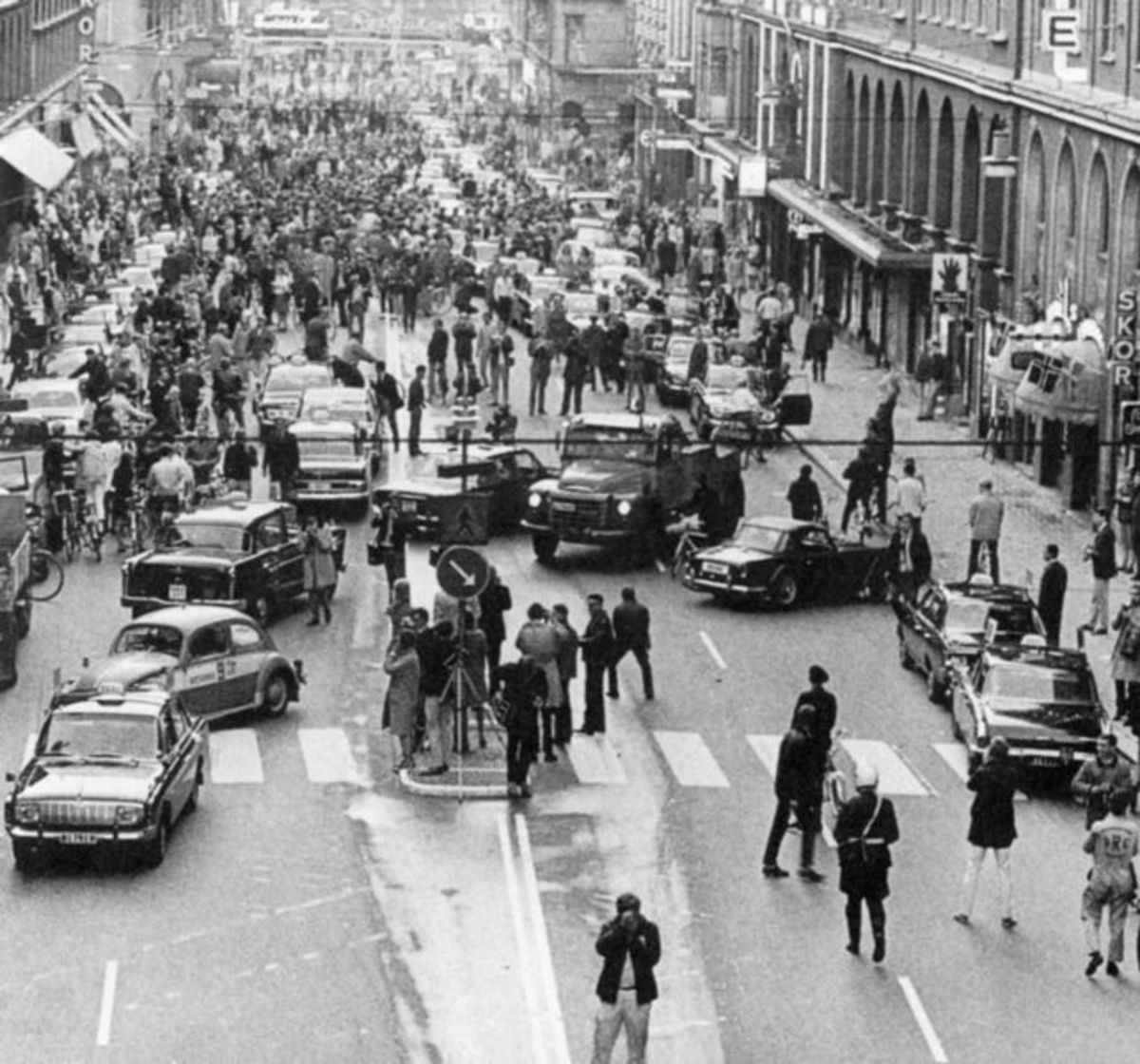Chaos in Stockholm as the country switches from driving on the left to the right in 1967.