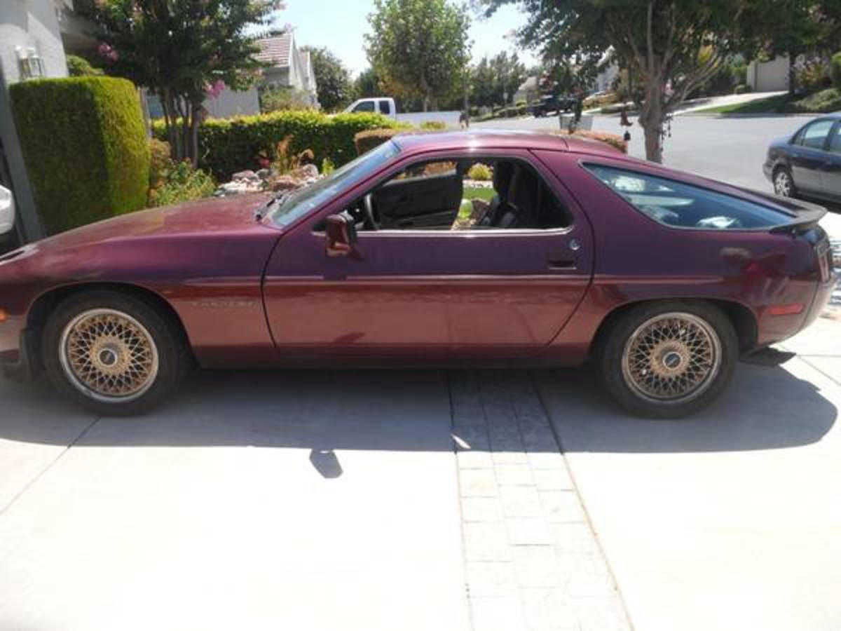 1983 Porsche 928.  Asking price: $3000