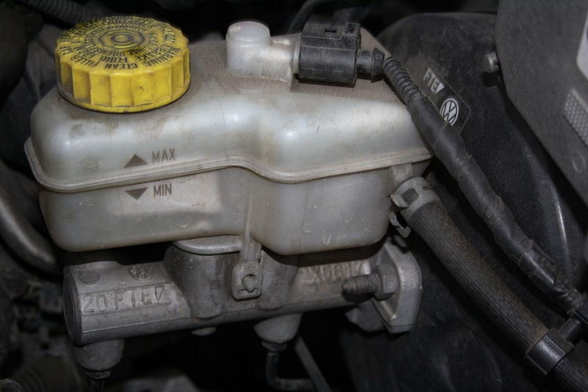 Brake master cylinder.