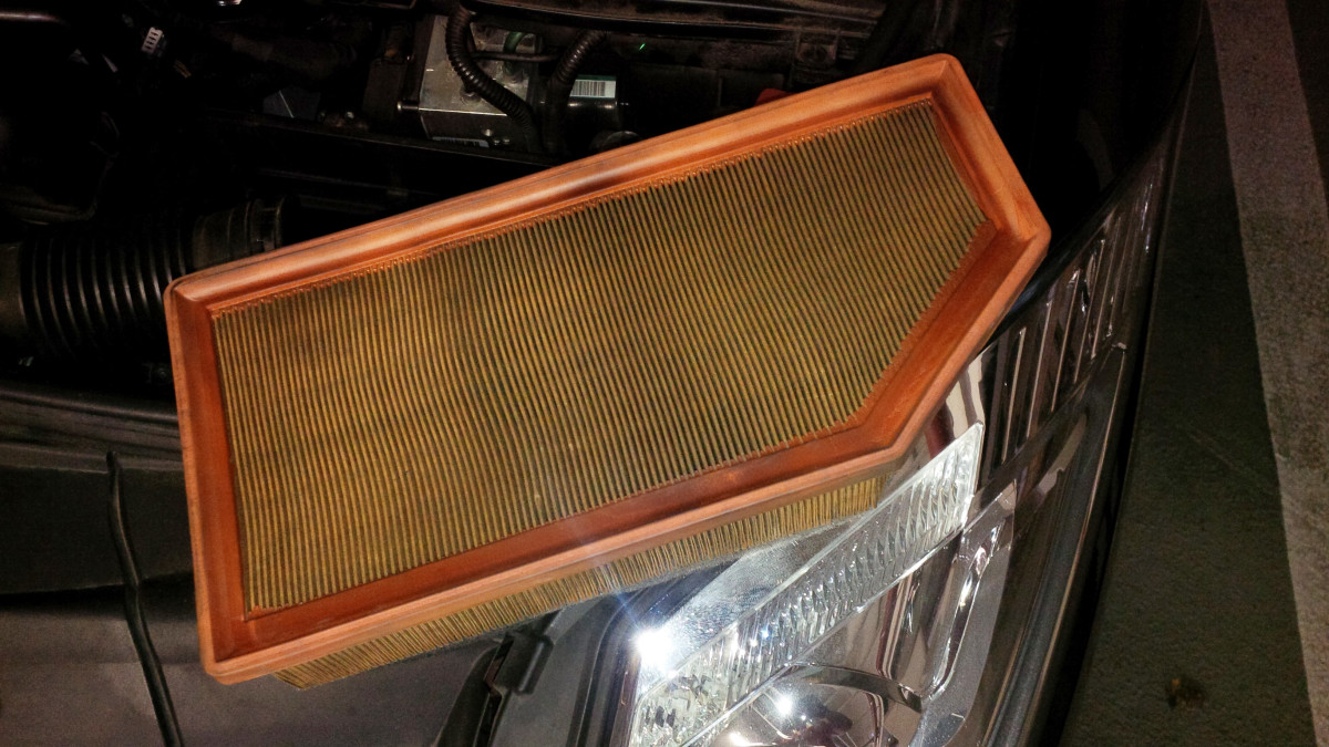 Replace the air filter at regular intervals or as necessary.