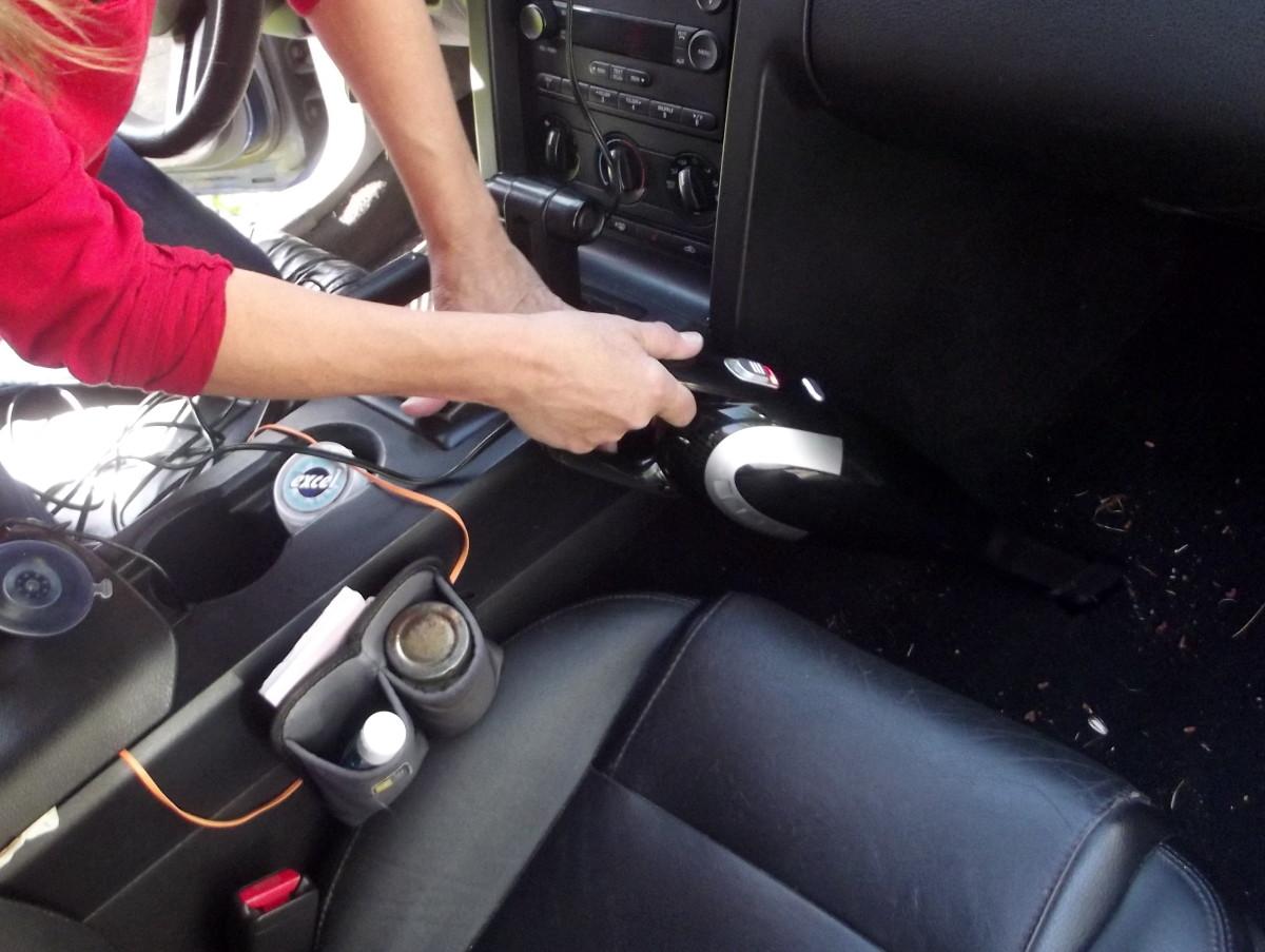 Tsumbay's TS-CV05 car vacuum cleaner.