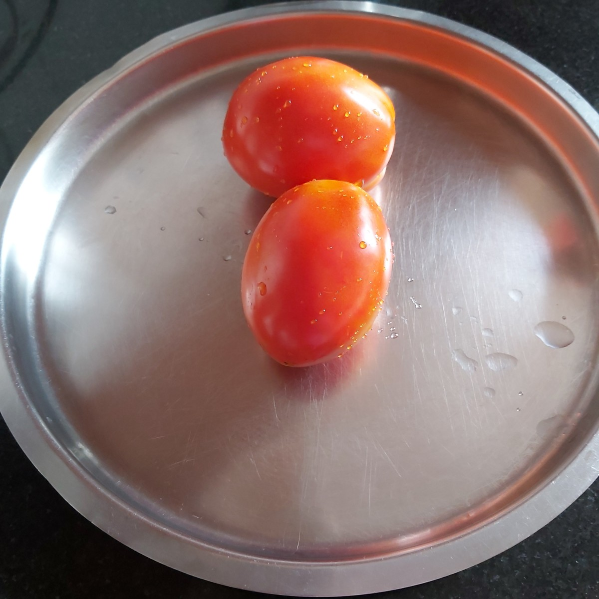 Wash 2-4 good quality ripe tomatoes.