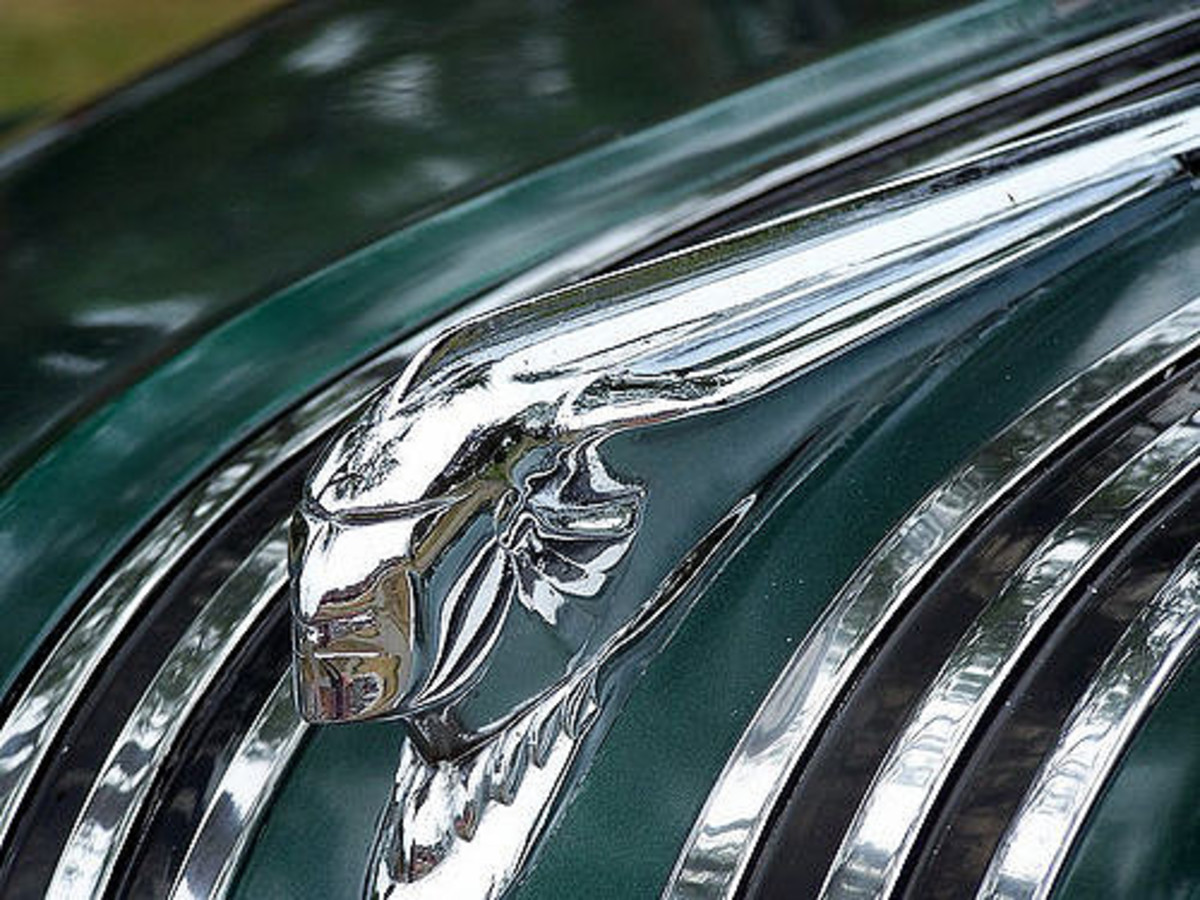 Could this be a 1950s Pontiac?