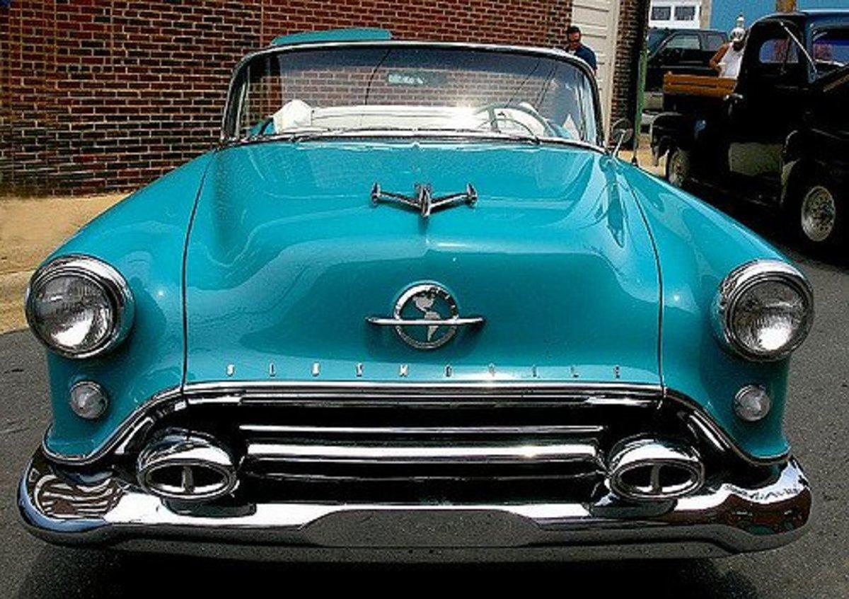 "1950s Oldsmobile 88 Sporting A ""Jet Plane"" Hood Ornament"