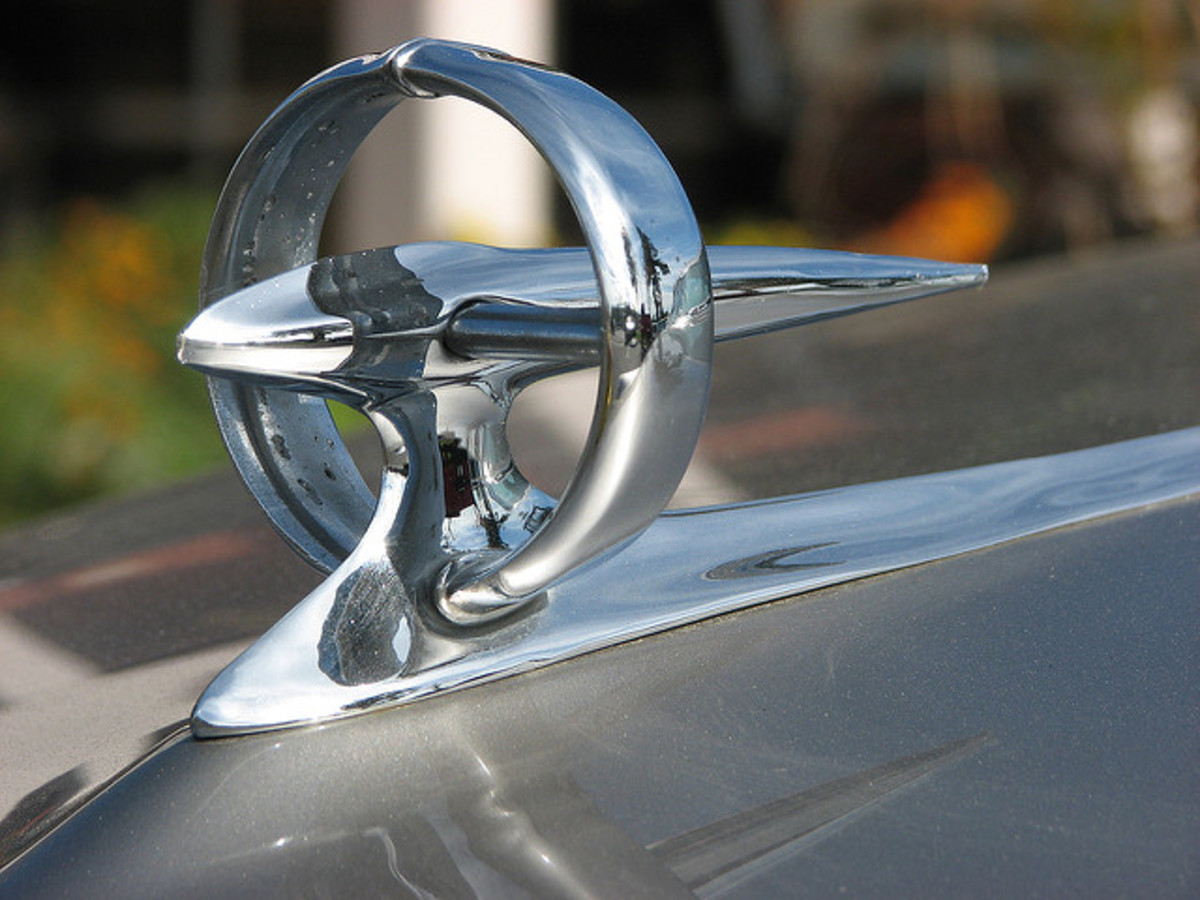 "1950s ""Gunsight"" Hood Ornament On A Buick Eight"