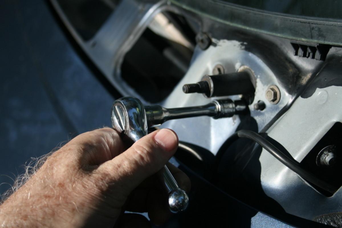 Removing the pivot screws