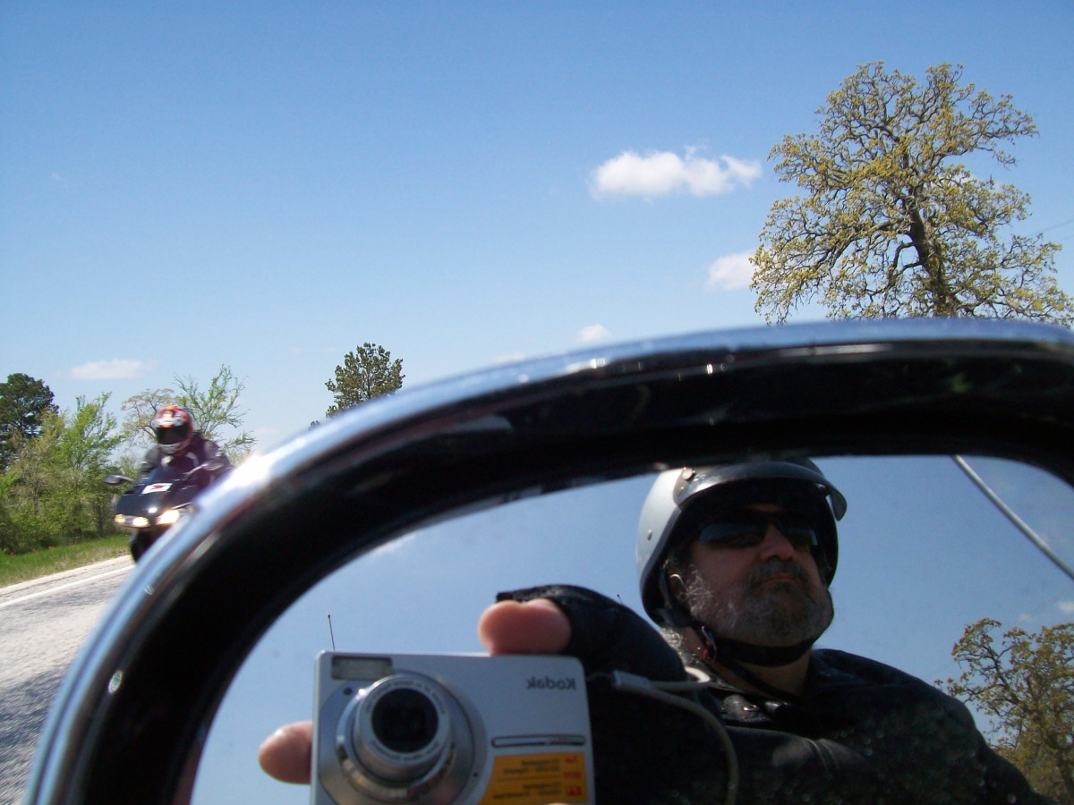 Motorcycle Etiquette: How Not to Wave Like a Dork   AxleAddict