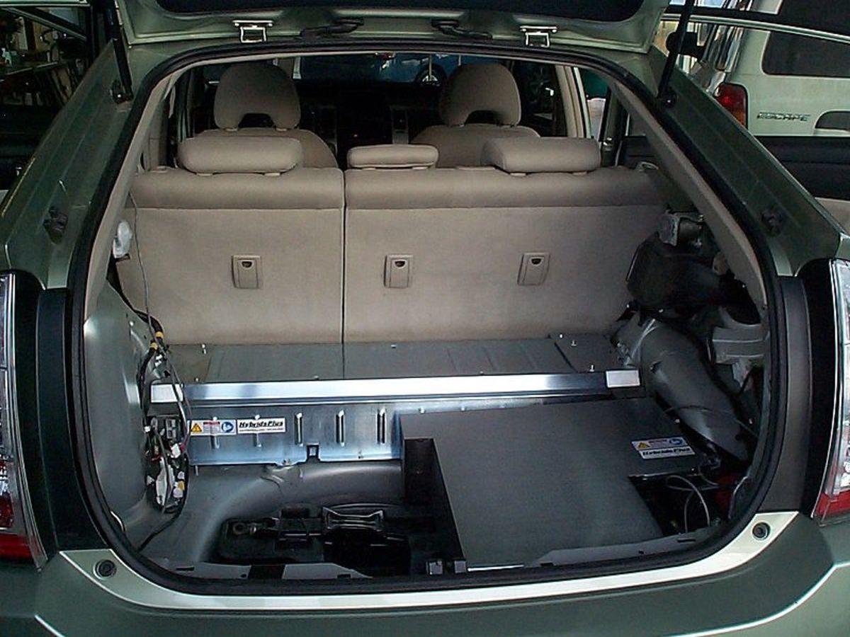 Prius hybrid battery pack under hatchback