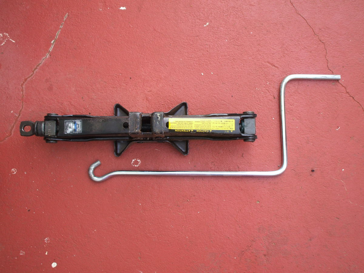 cranking car jack with rod
