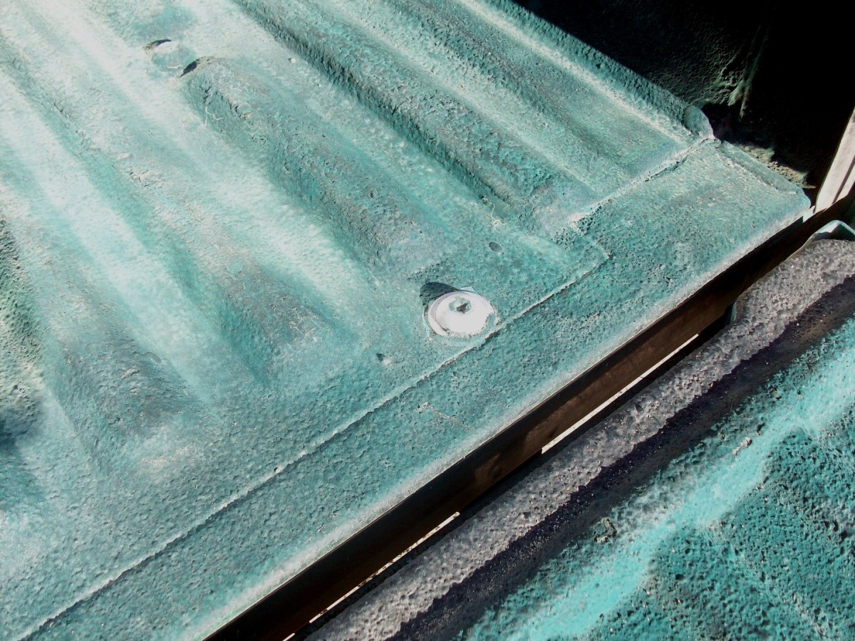 Liner chipped from galvanized bolt