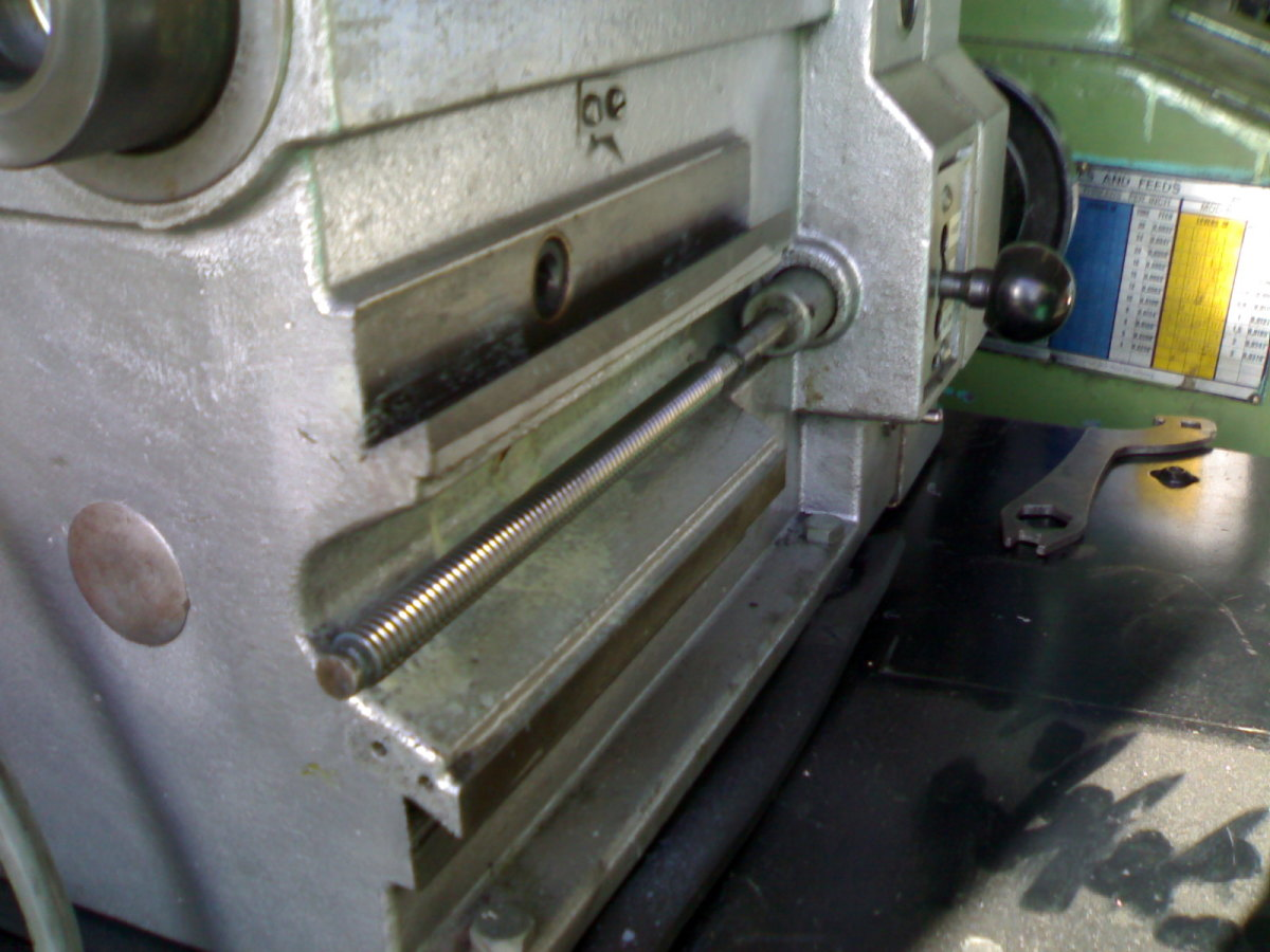 You can see the cross-feed shaft running along the body of the brake lathe. Above it is the hexagonal hole which is the drive for the disc cutter feed.