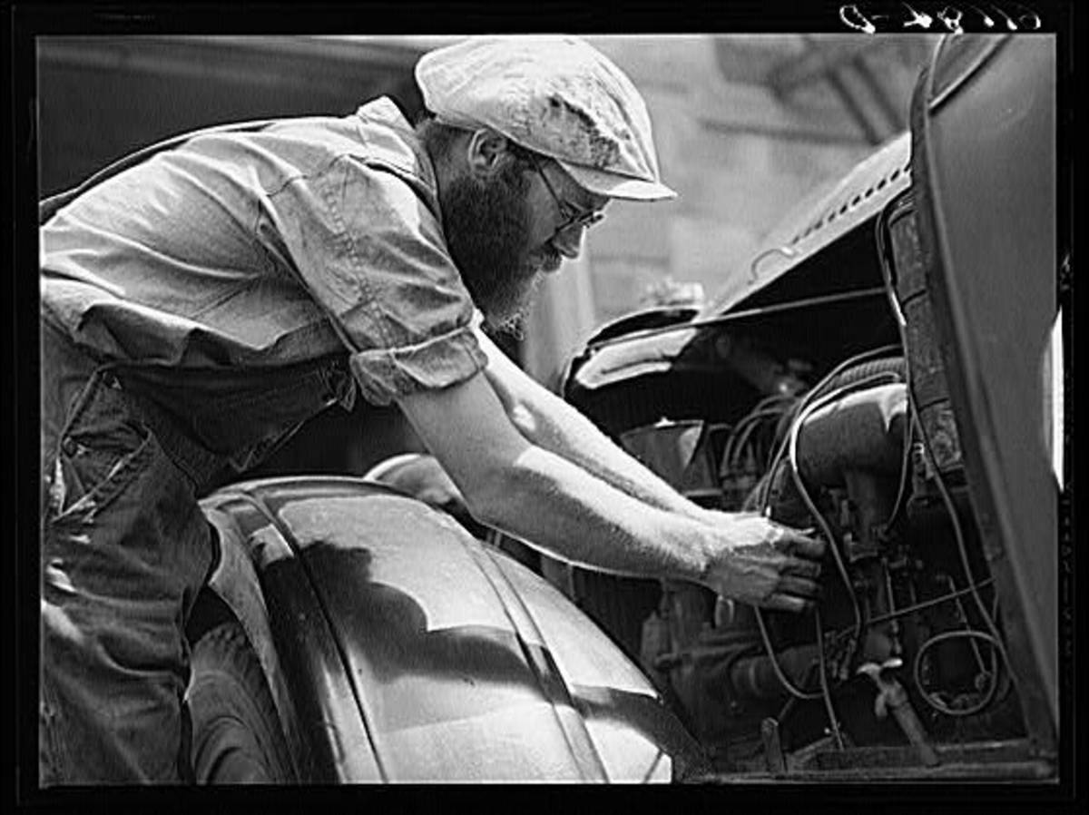 Many Appalachian mechanics could hop up an engine as well as the professional racing mechanics of the day.