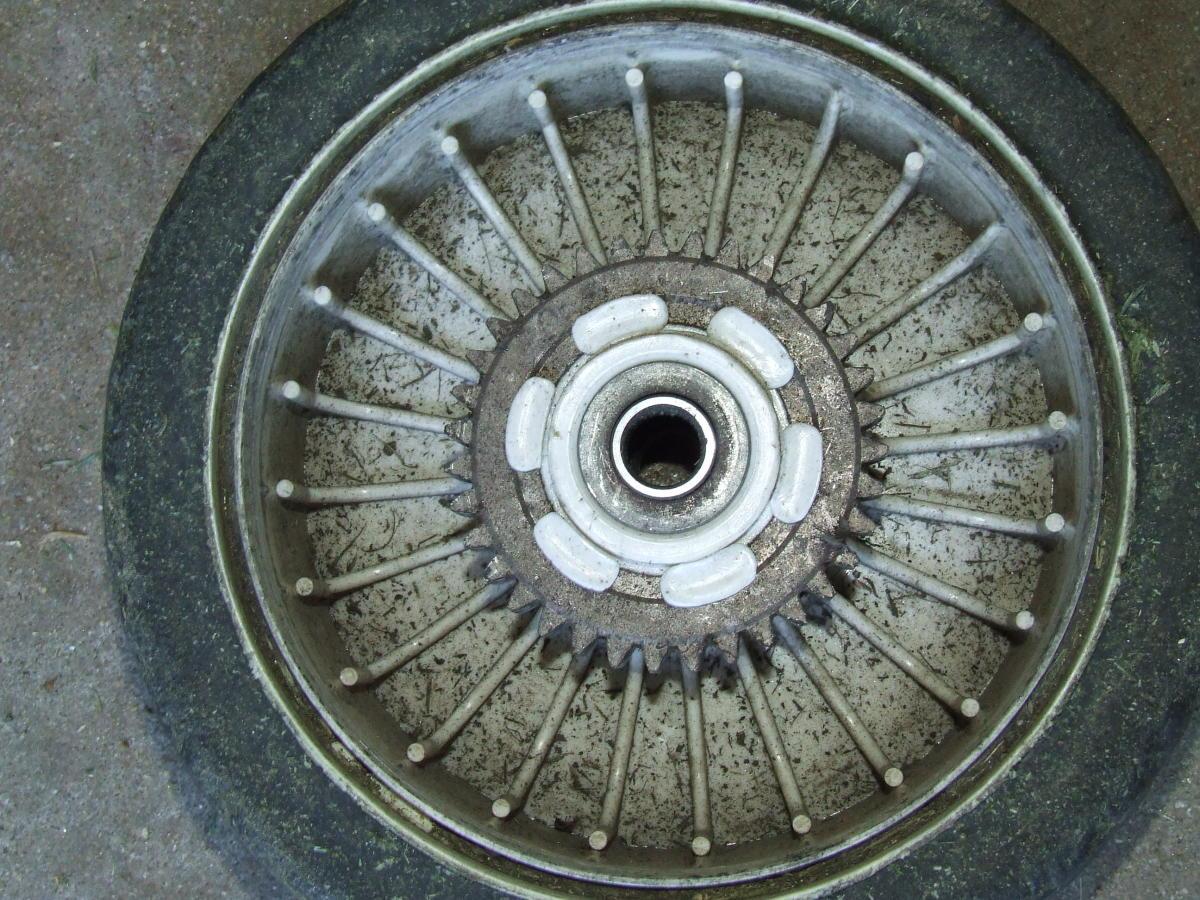 Rear wheel with metal gear