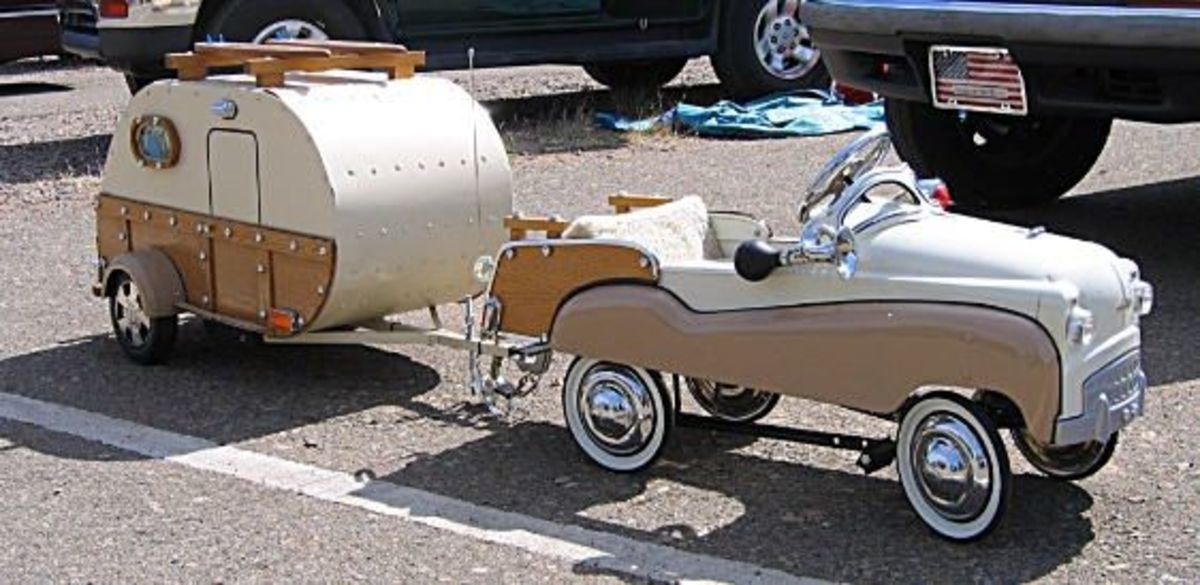 Miniature trailer that is actually an ice chest