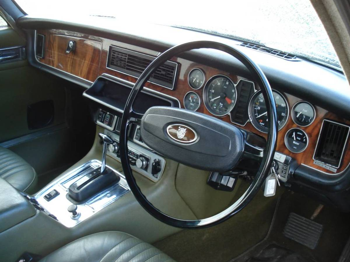 JAGUAR XJ6 INTERIOR