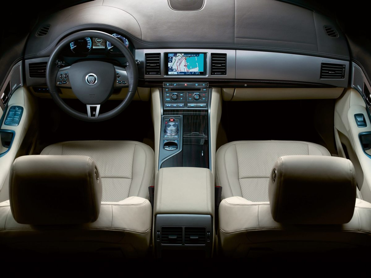 2011 Jaguar XF interior