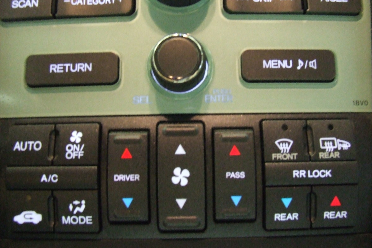 "Dual climate control on a 2011 Honda Pilot.  The rear controls are the blue and red arrows at right under ""RR lock."" Fan speed is controlled from the rear controller."