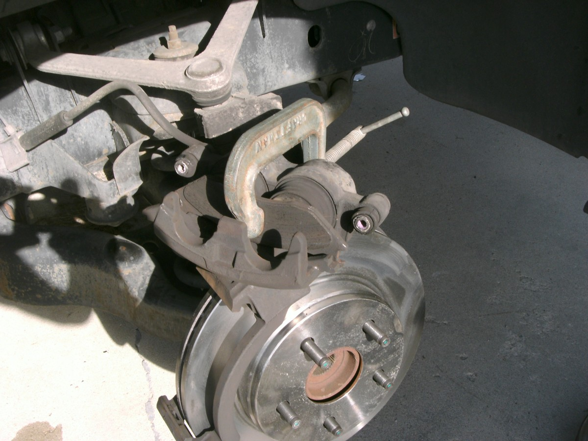 Compressing calipers, using old disc pad