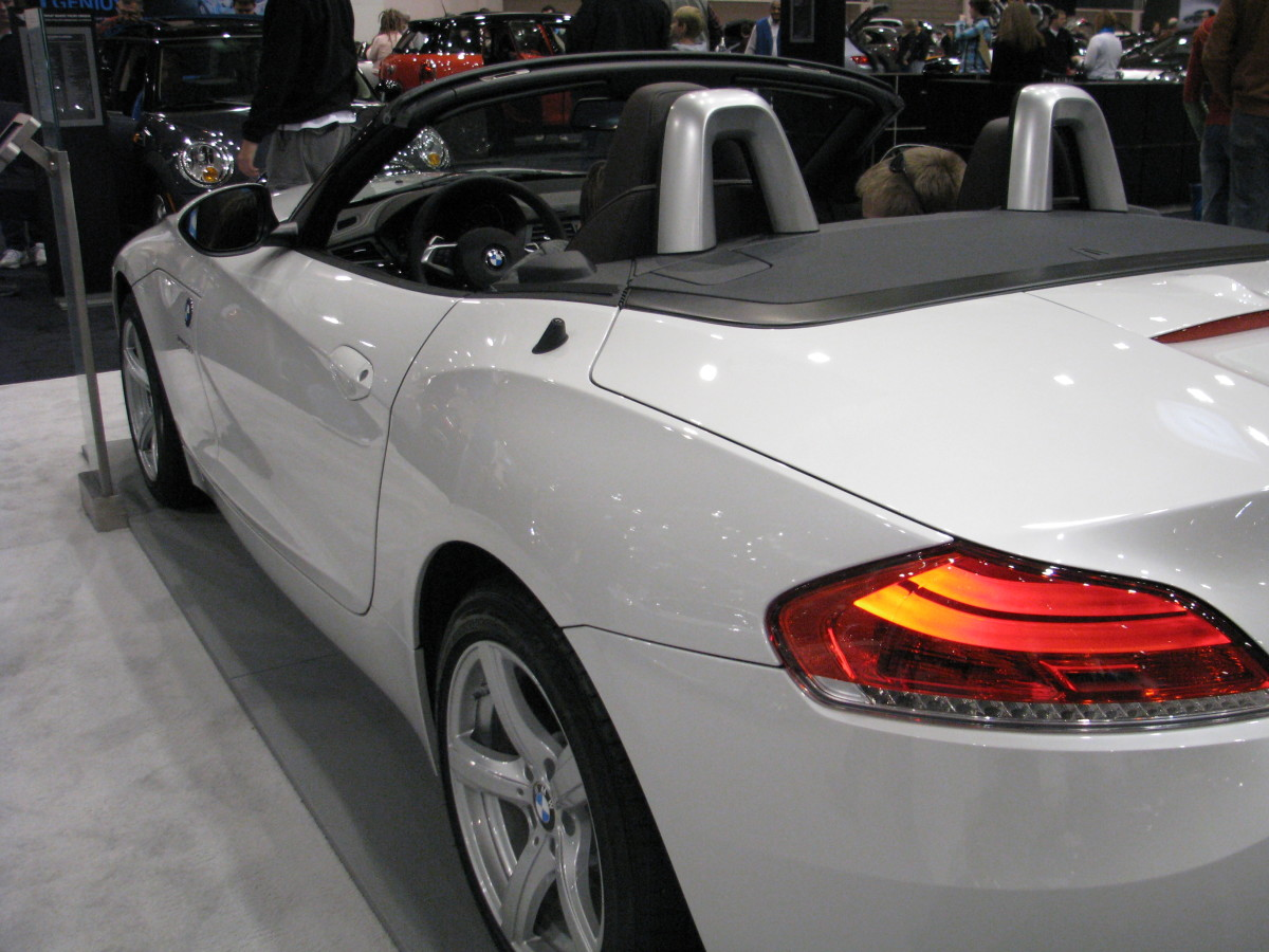 BMW Z4 sDrive 35 side view