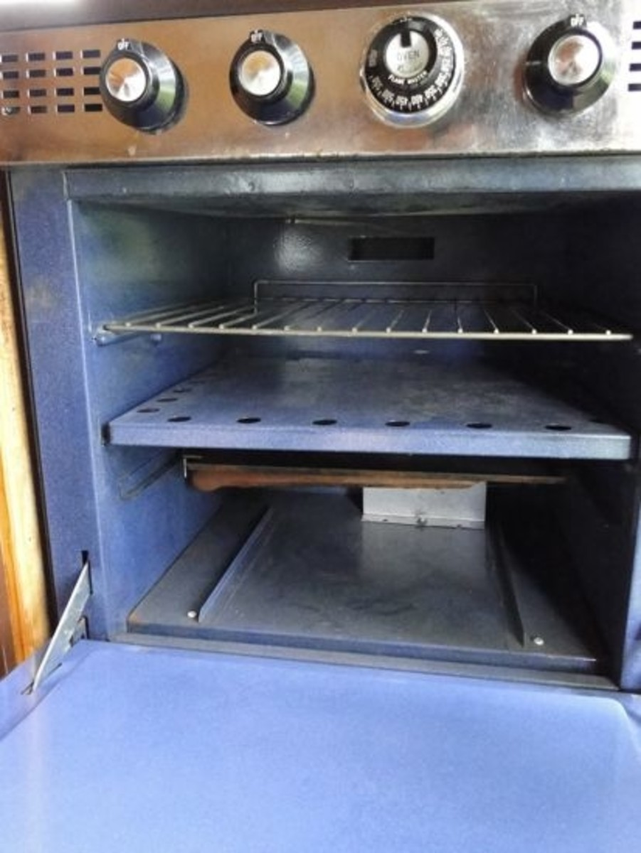 From the looks of this stove's interior, no one else used it either... but I have the original cookbook if anyone's interested in vintage stove cooking!