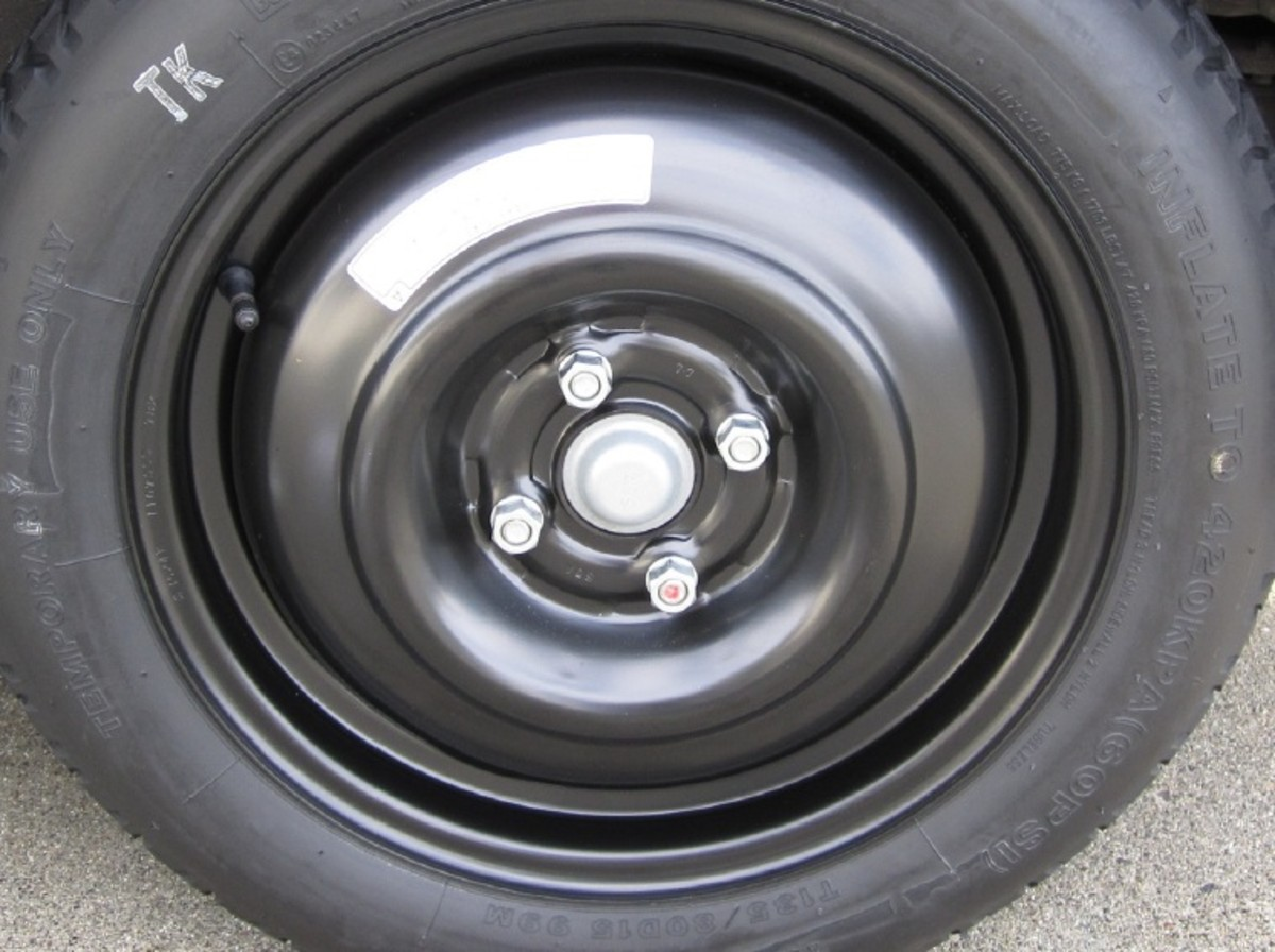 Spare tire, with hand-tightened lug nuts.