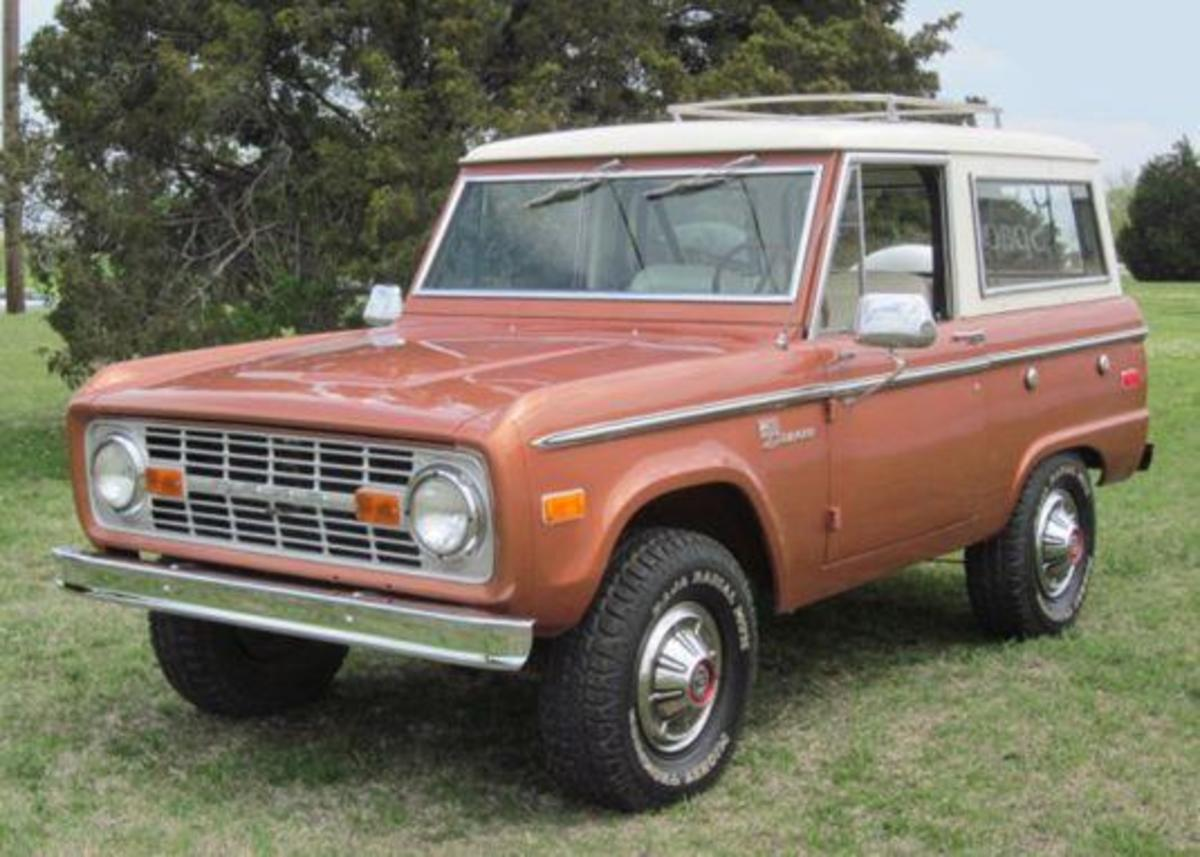 The first generation Ford Broncos were much like the old Scouts in size, but much more popular. It's not that common now to see old ones such as this with 'uncut' fenders.