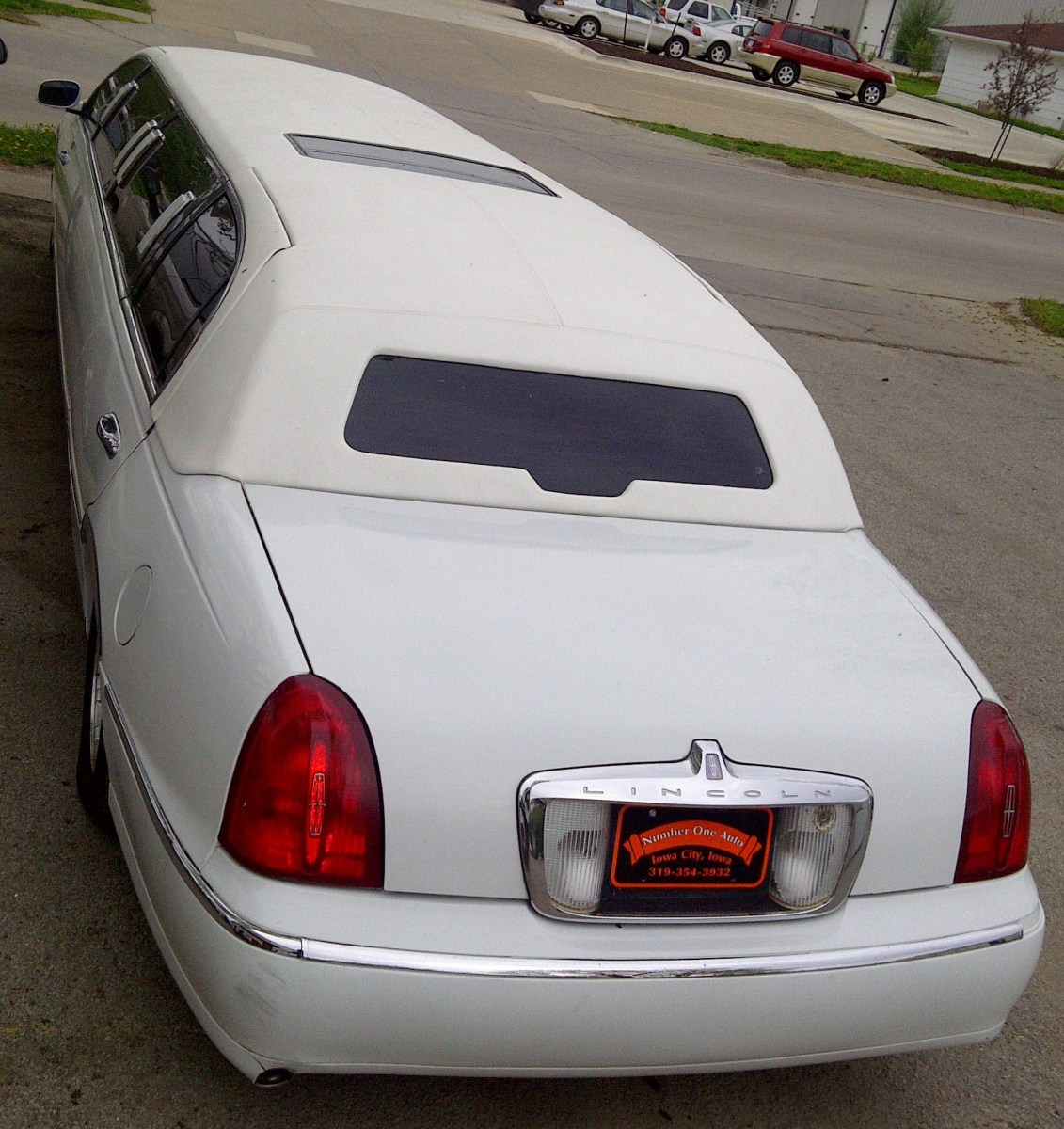 2000 Lincoln Town Car Limo, from back