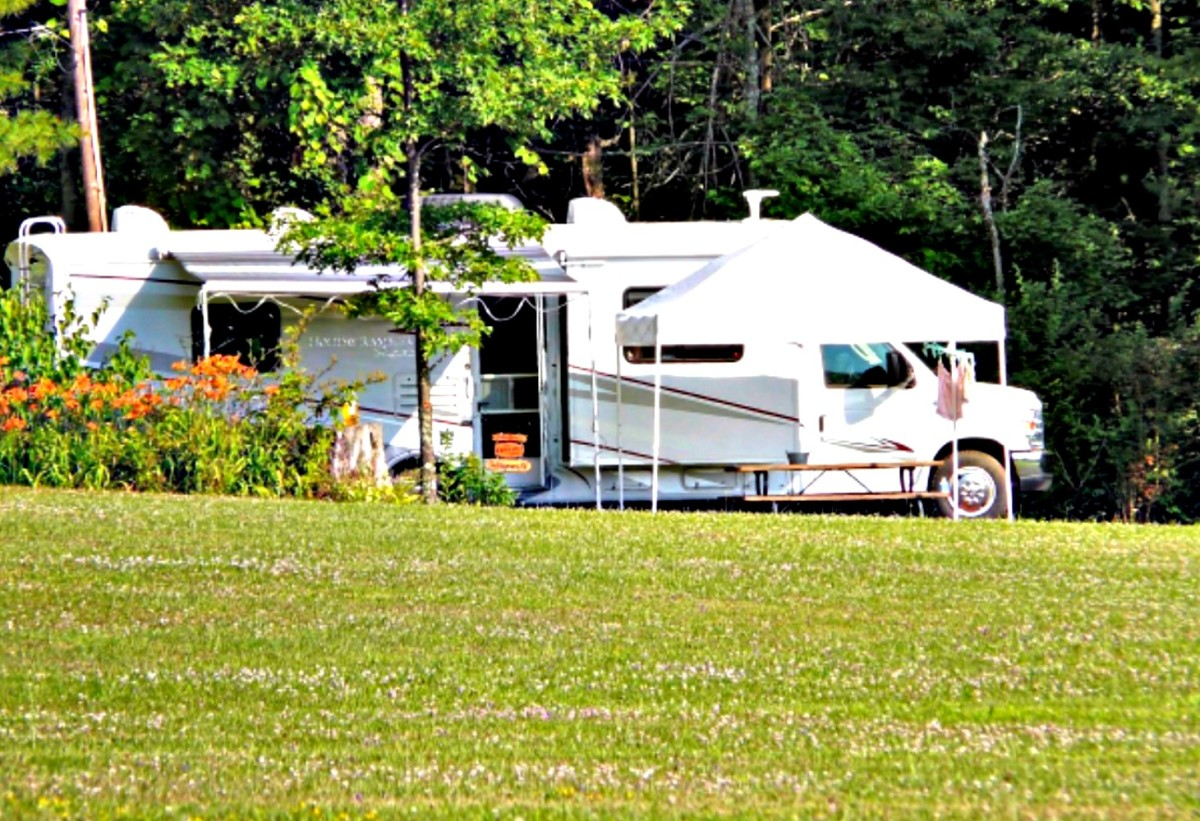 Living on properly cleared and permitted land in your RV can be wonderful.