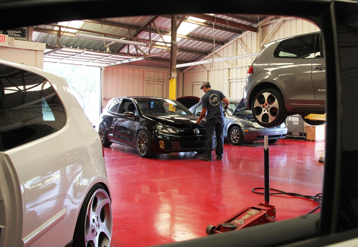 Axis Motoring – maintainers and improvers of European automobiles in Orlando, Fla.