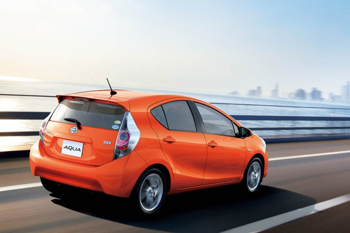 Review Of The Toyota Aqua Prius C Axleaddict
