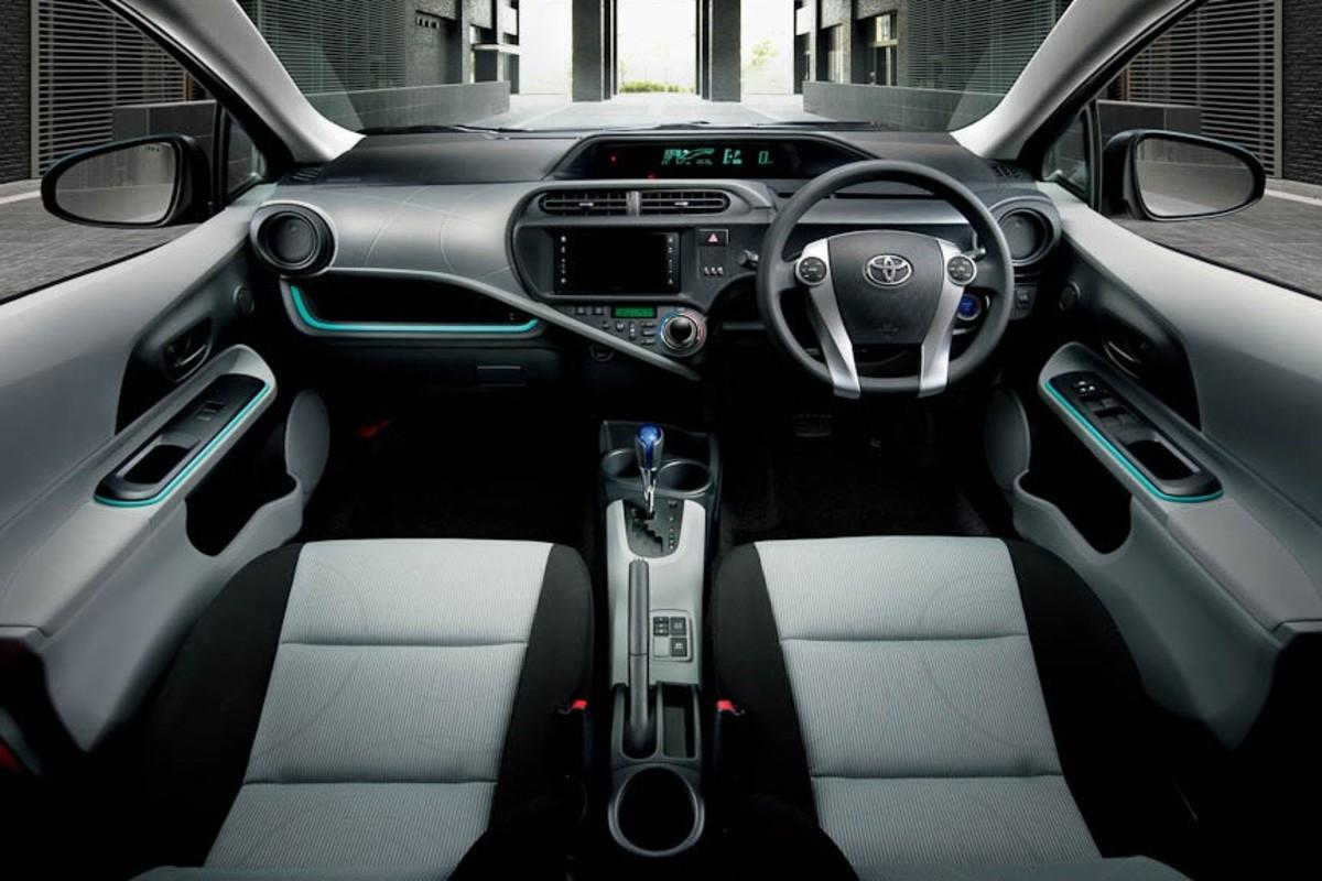 Review of Toyota Aqua (Prius C)