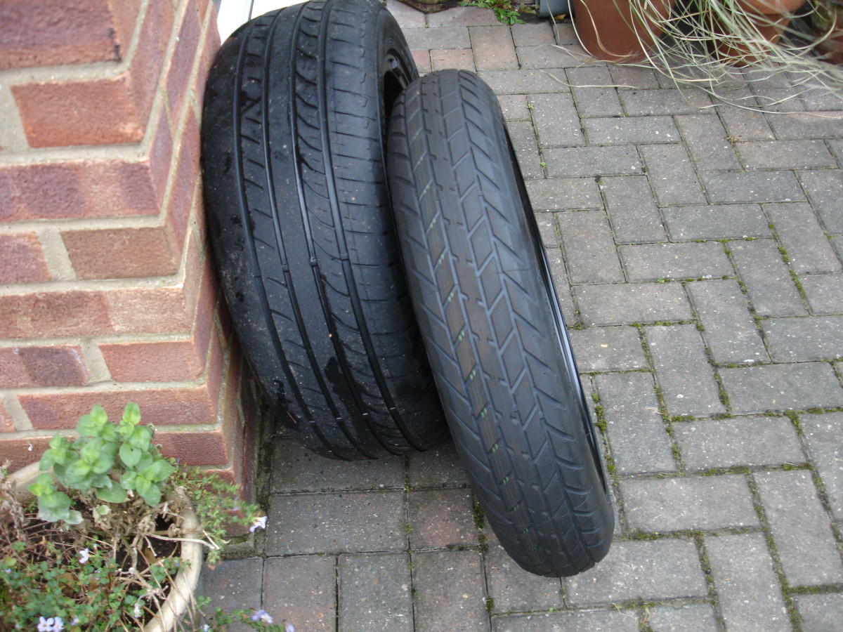 Comparison of original tyre and space-saving temporary replacement tyre