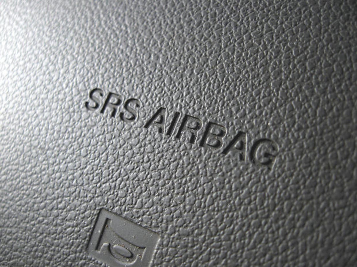 airbag safety how to avoid srs airbag deployment injuries axleaddict. Black Bedroom Furniture Sets. Home Design Ideas
