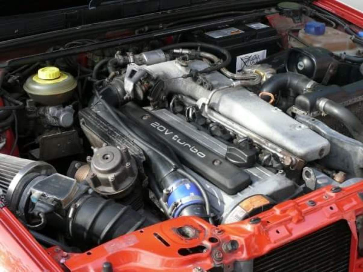 The 3B engine bay of my Audi S2