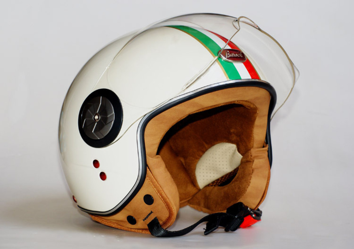 This is the kind of helmet you want to use while you learn to ride a scooter in Thailand: it covers the ears and has a transparent flip up visor