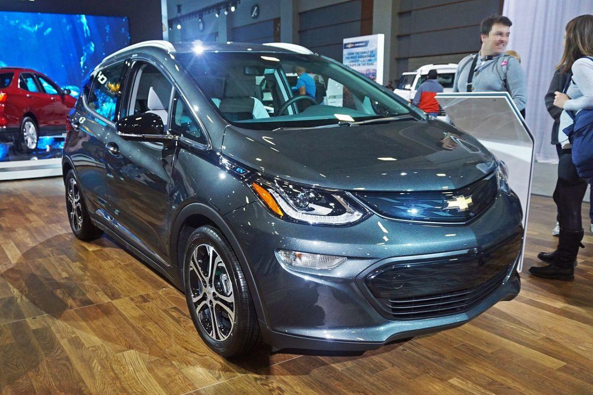 https://commons.wikimedia.org/wiki/File:Chevrolet_Bolt_WAS_2017_1538.jpg